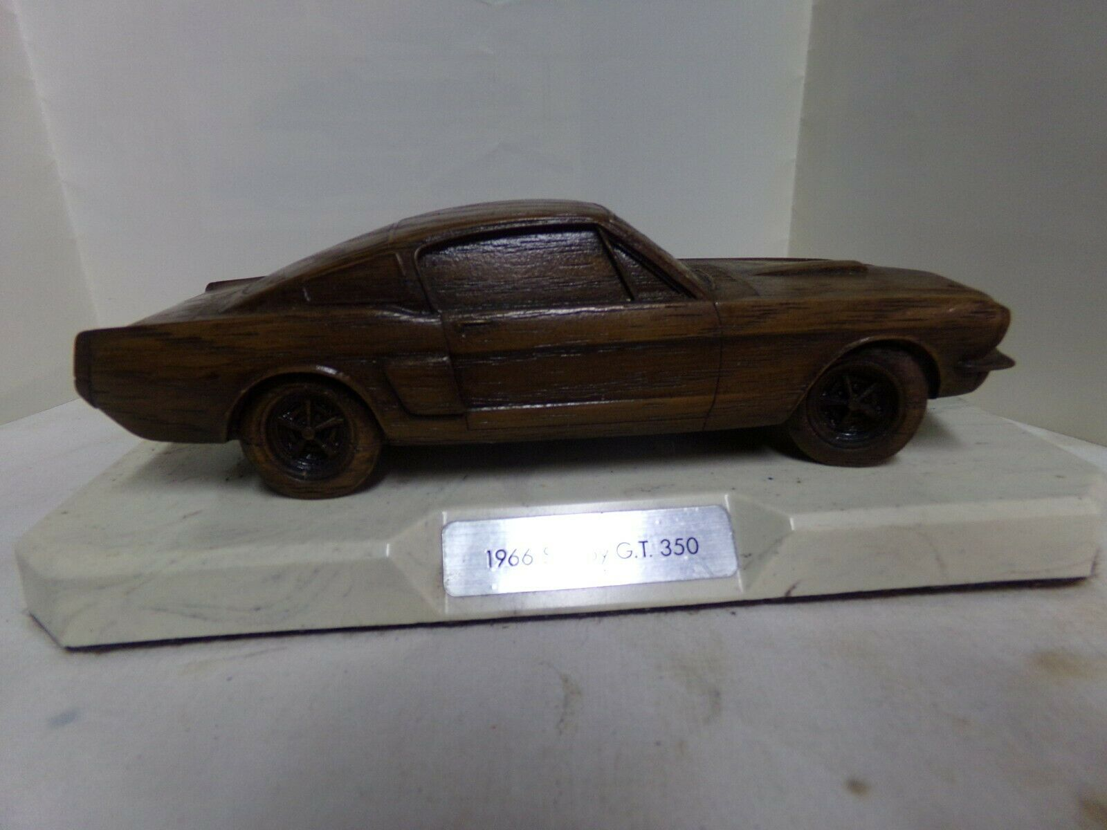Shelby Collectibles 1966 Ford Shelby GT350 con aspecto de madera sobre base pesada 1982