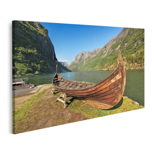 Bild auf Leinwand Altes Wikinger Boot im Dorf Gudvangen bei Flam Norwegen Wandbi