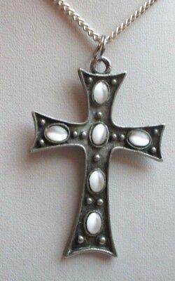 Collier Pendentif Chaîne Grande Croix Couleur Argent Perles Bijou Vintage 4487 Buona Conservazione Del Calore
