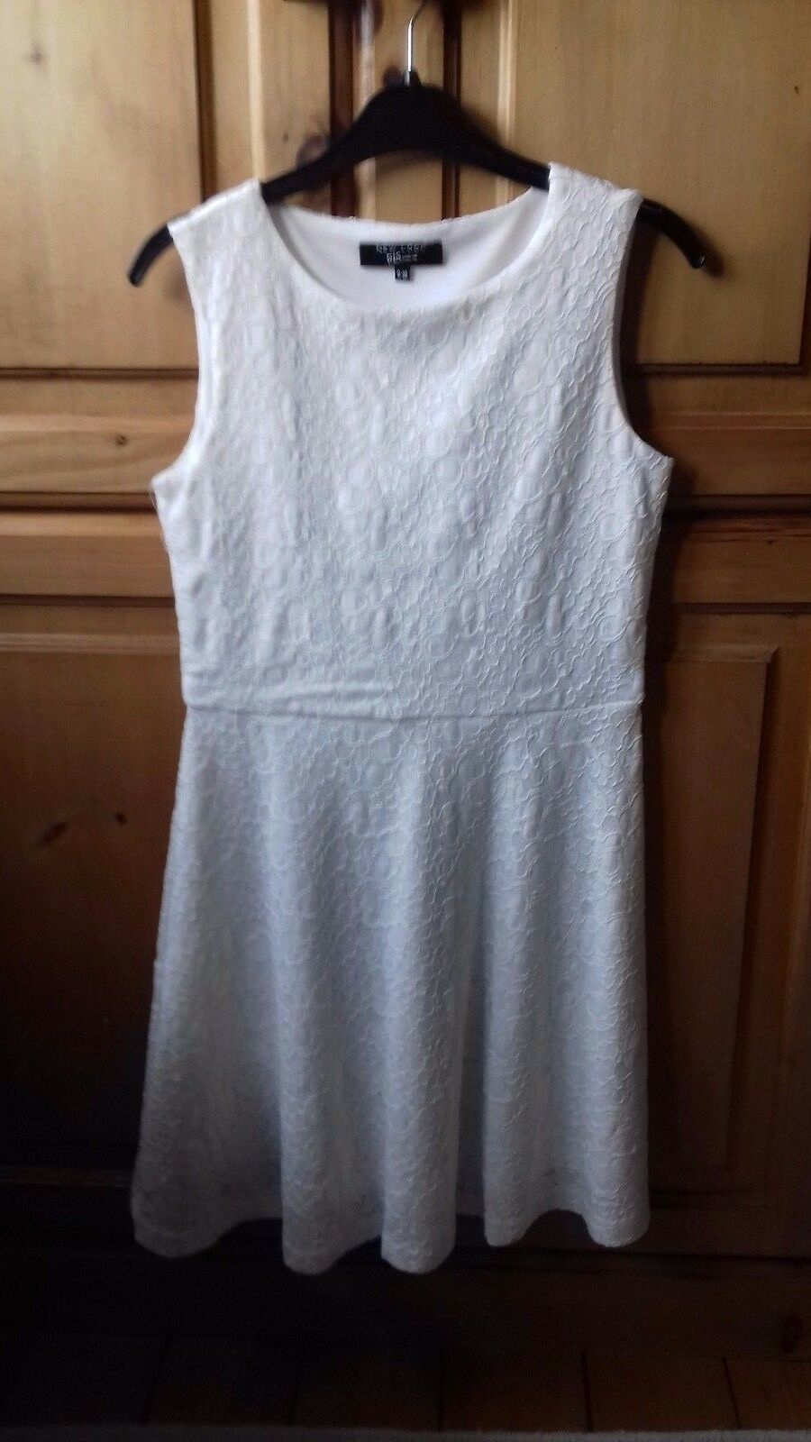 GIRLS WHITE LACE DRESS CONFIRMATION BRIDESMAID - 9-10 YEARS