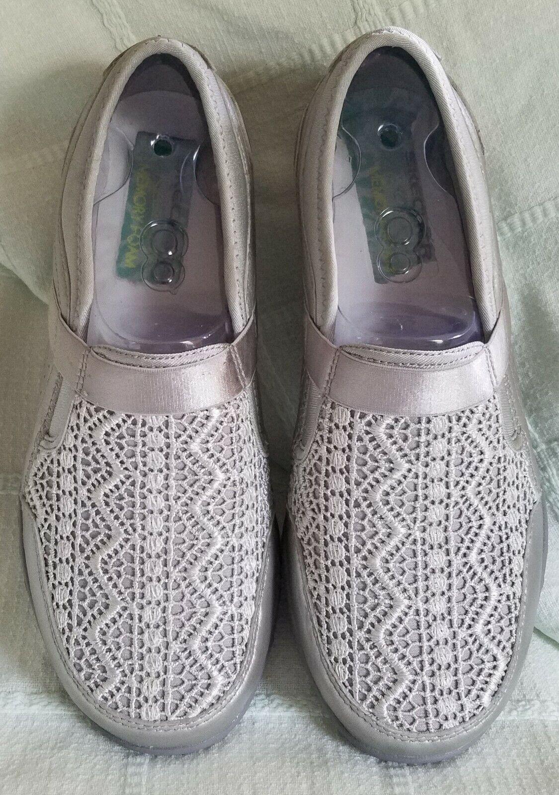 Skechers Women's Leather Shoe Size 8 Relaxed Fit Memory Foam Silver New