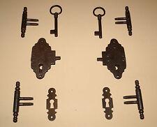 Schrankschloß Komplettset, 8 teilig,  Schloß, Schlüsselschild und Türbänder.