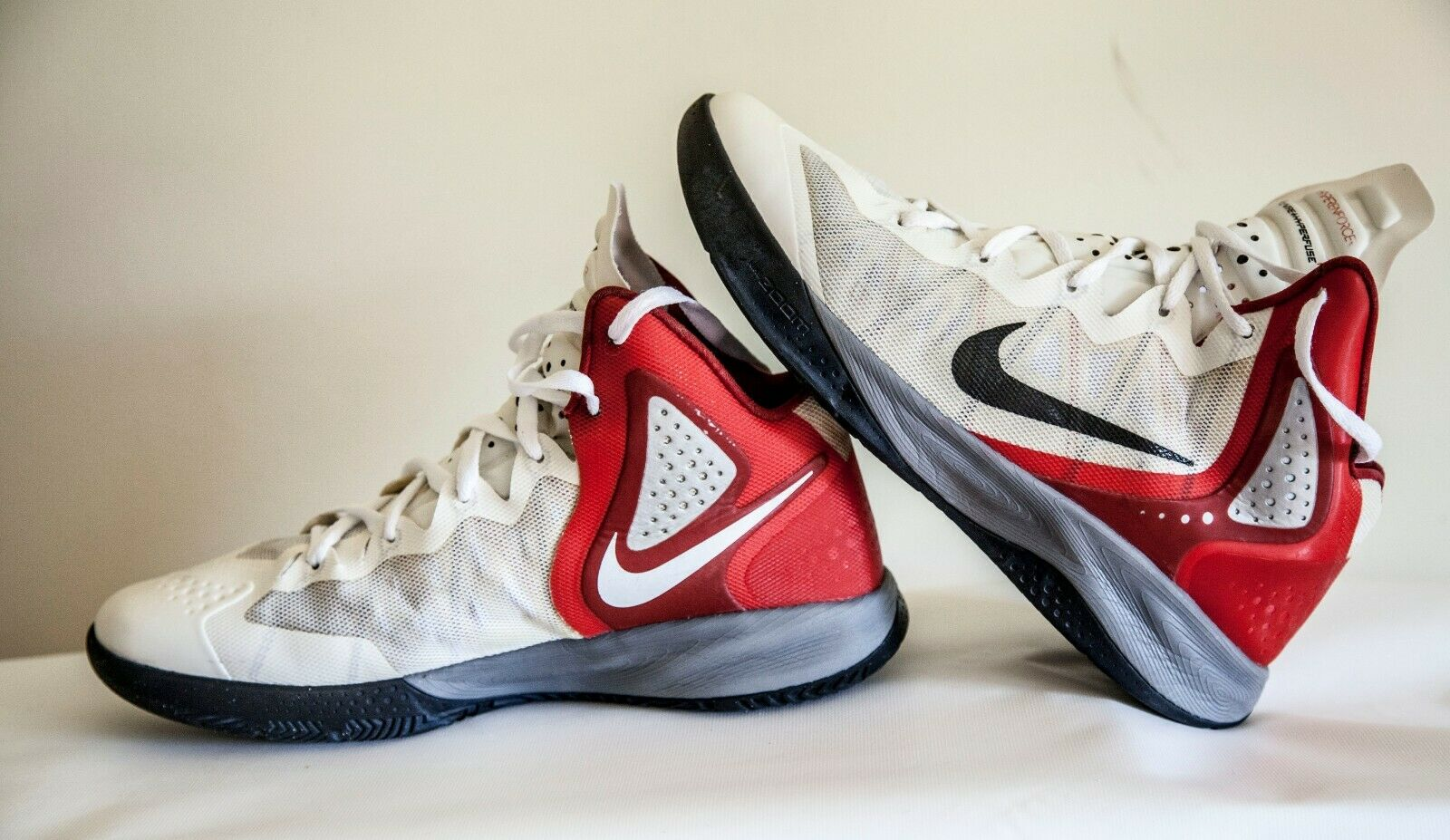 Mens Nike Flywire hyperfuse 11 Red and white 487786-102