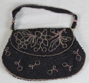 Kleine-antike-Damentasche-sehr-schoene-Perlenstickerei-wohl-um-1900-F-319