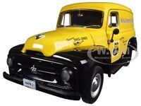 1953 International Panel Van Napa Auto Parts 1/25 Diecast By First Gear 49-0046