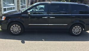 Chrysler town and country 2013 fully loaded as-is