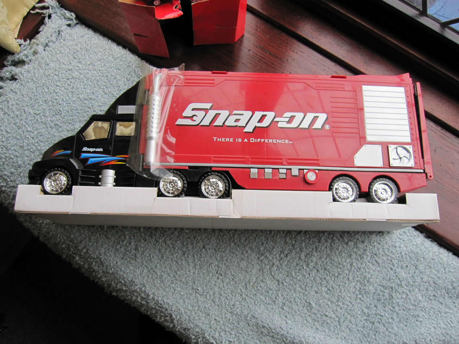 SNAP ON SCALE MODEL SERVICE CENTER 23 INCHES LONG
