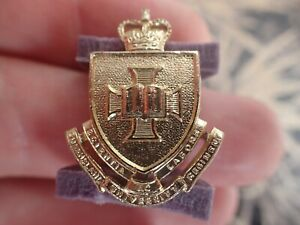 QUEENSLAND-UNIVERSITY-REGIMENT-COLLAR-BADGE-Swann-amp-Hudson-Lot-F