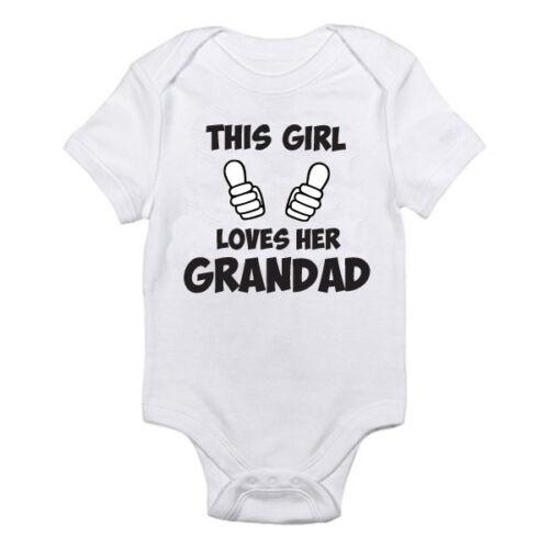 Esta chica le encanta la Grandad-Familia Suit divertida temática Baby crecer Novedad