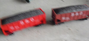 Lot-of-2-HO-Scale-B-amp-O-Coal-Cars-with-Loads