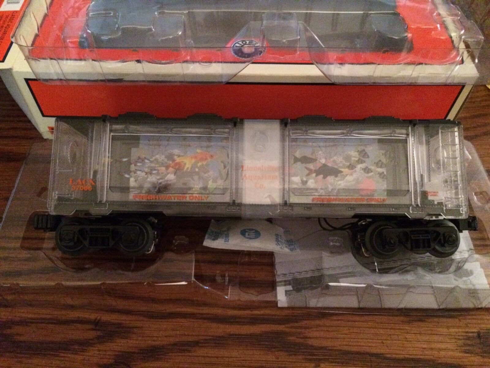 Lionel 37086 Classic Clear (Transparent) Body Operating Aquarium Car New in Box1