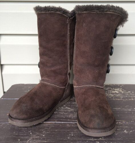 ugg australia women's bailey button triplet boot chocolate