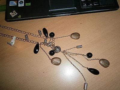 1 Damenhalskette Goldfarben Schwarz Viele Anhänger Neu Modeschmuck Ein Kunststoffkoffer Ist FüR Die Sichere Lagerung Kompartimentiert