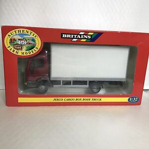 Modèles de ferme authentiques britanniques Iveco Cargo Box Body Box No. 00046 Boxed