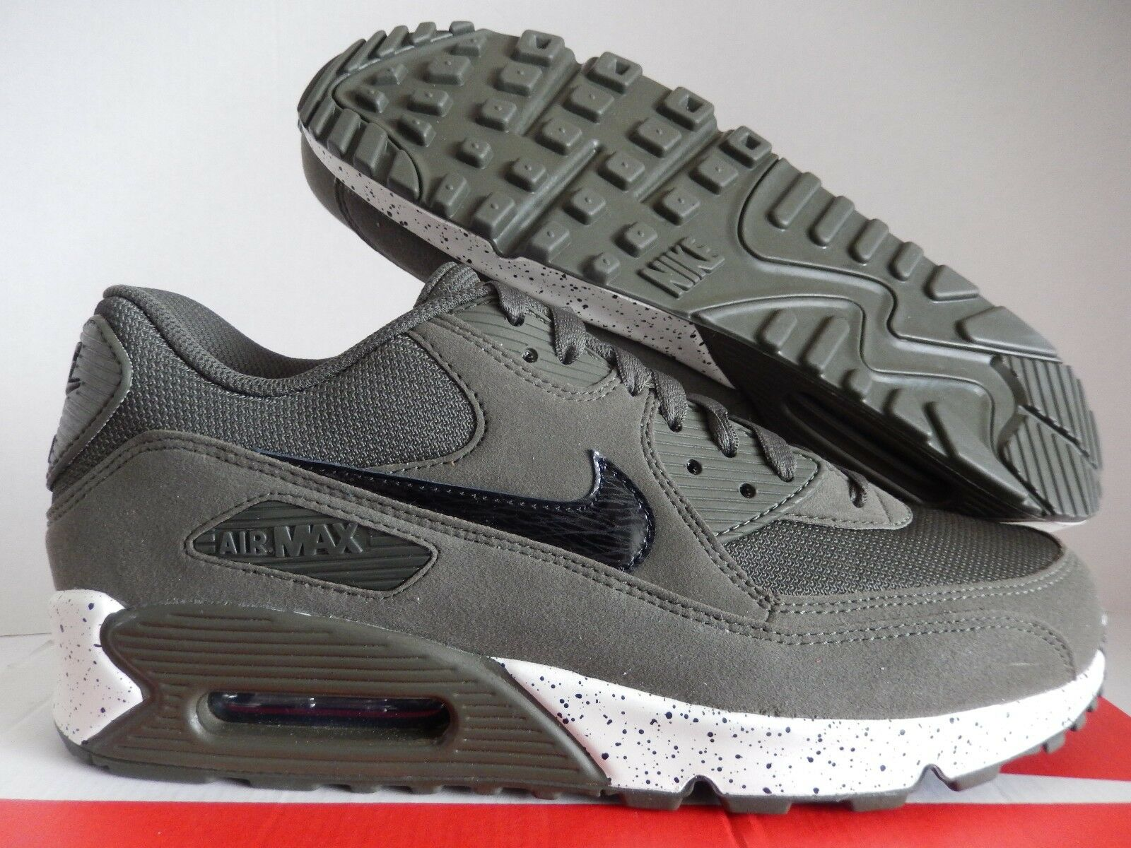 NIKE AIR MAX 90 ID OLIVE GREEN-BLACK-WHITE SZ 10  MESH TOE  [931902-993]