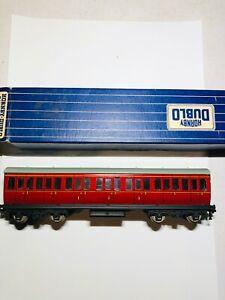 Hornby-D14-suburban-coach