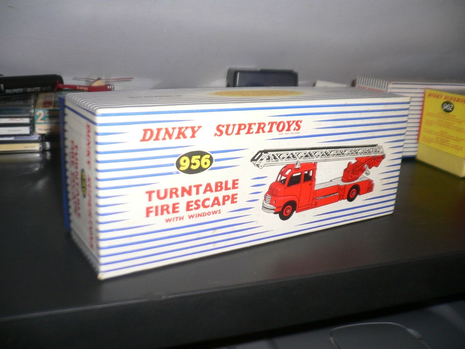 DINKY SUPERTOYS GB 956 TURNTABLE FIRE ESCAPE W WINDOWS W ORIGINAL BOX AND INS.