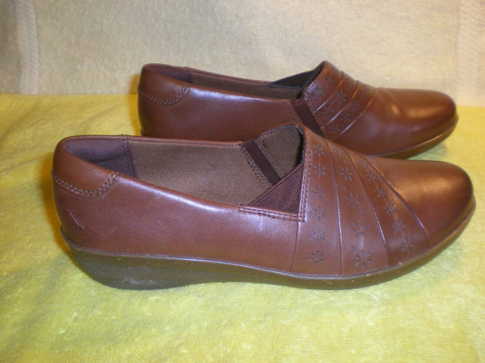 Clarks Collection Women's 7M Brown Leather Slip On Casual Shoes Soft Cushion