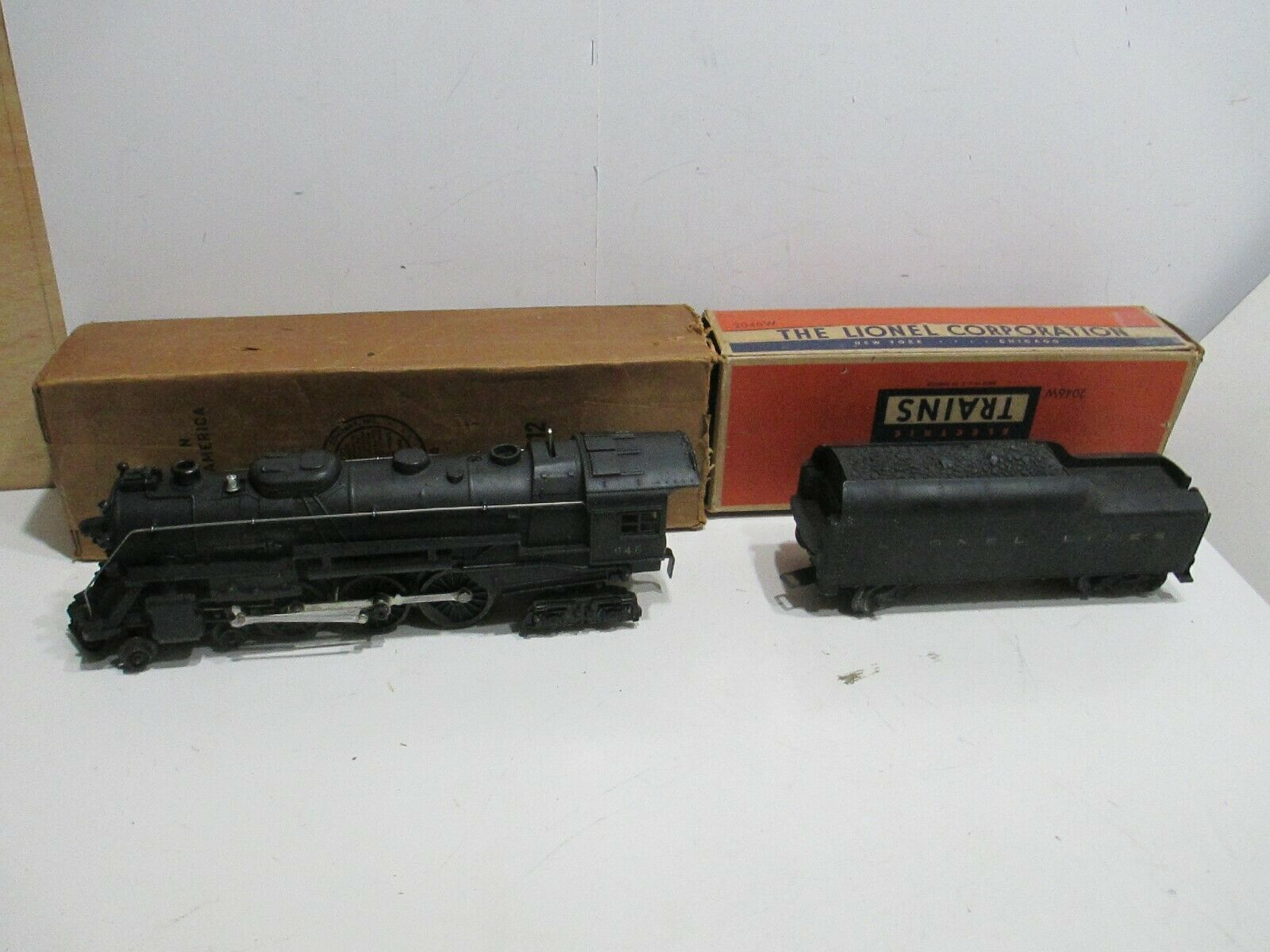 LIONEL POSTWAR 646 & 2046W steam engine & tender with boxes  VG cond-tested runs