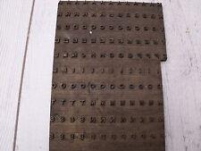 Ancien fer à dorer en laiton plaque à dorer lettres alphabet vieux livres cuir