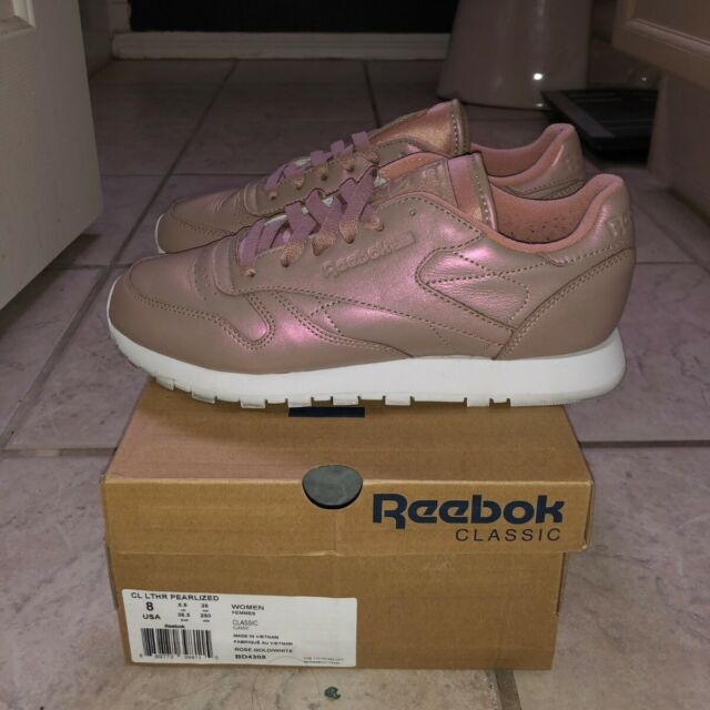WOMENS REEBOK CLASSIC LEATHER PEARLIZED Rose GoldWhite BD4308 size 8