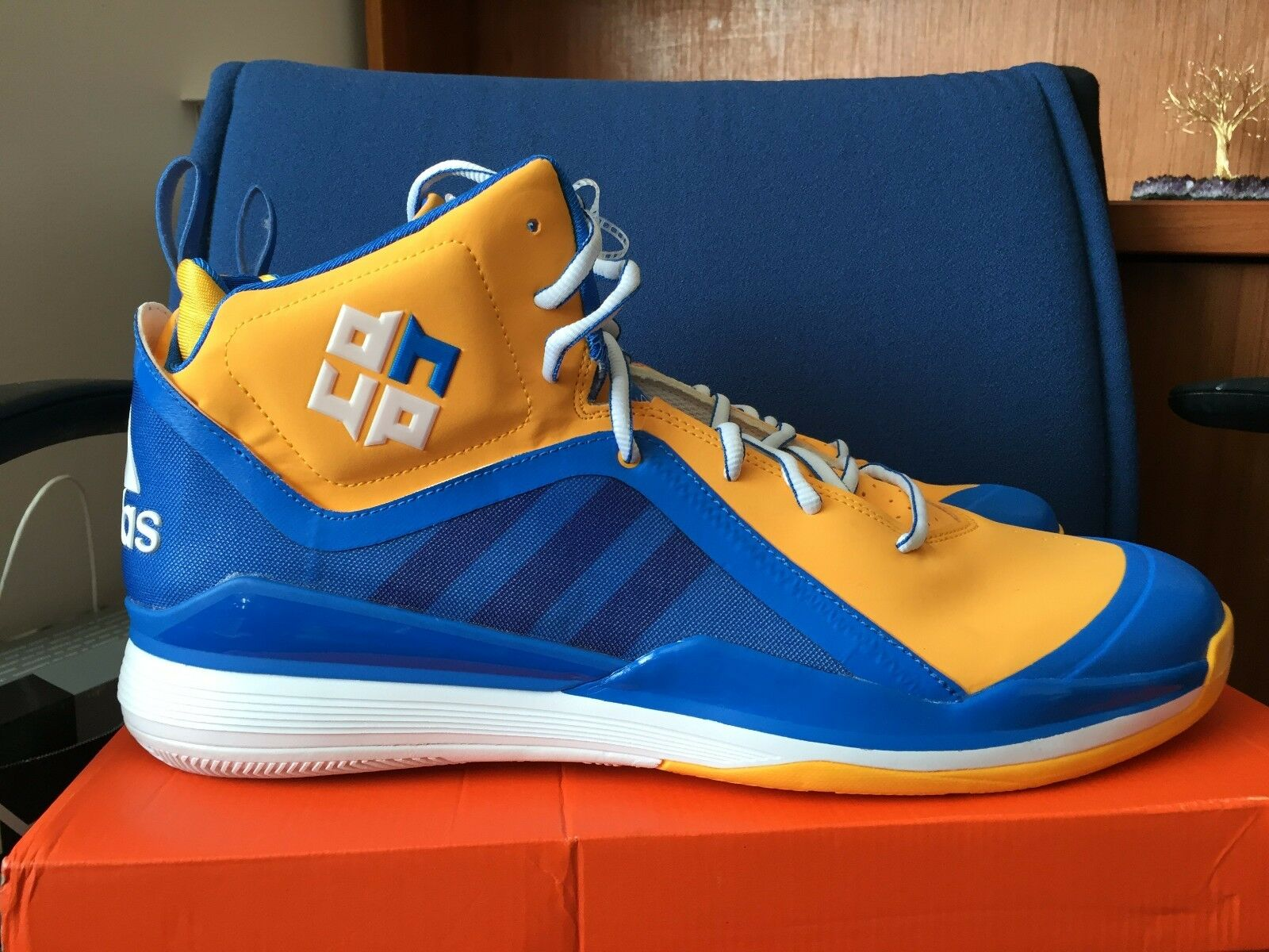 Adidas dwight d. d. d. howard 5 v uomini 17 scarpe da basket blu giallo oro jordan laney ea5f35