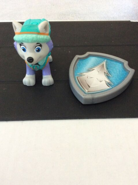 Paw Patrol Everest Action Pack Pup And Badge