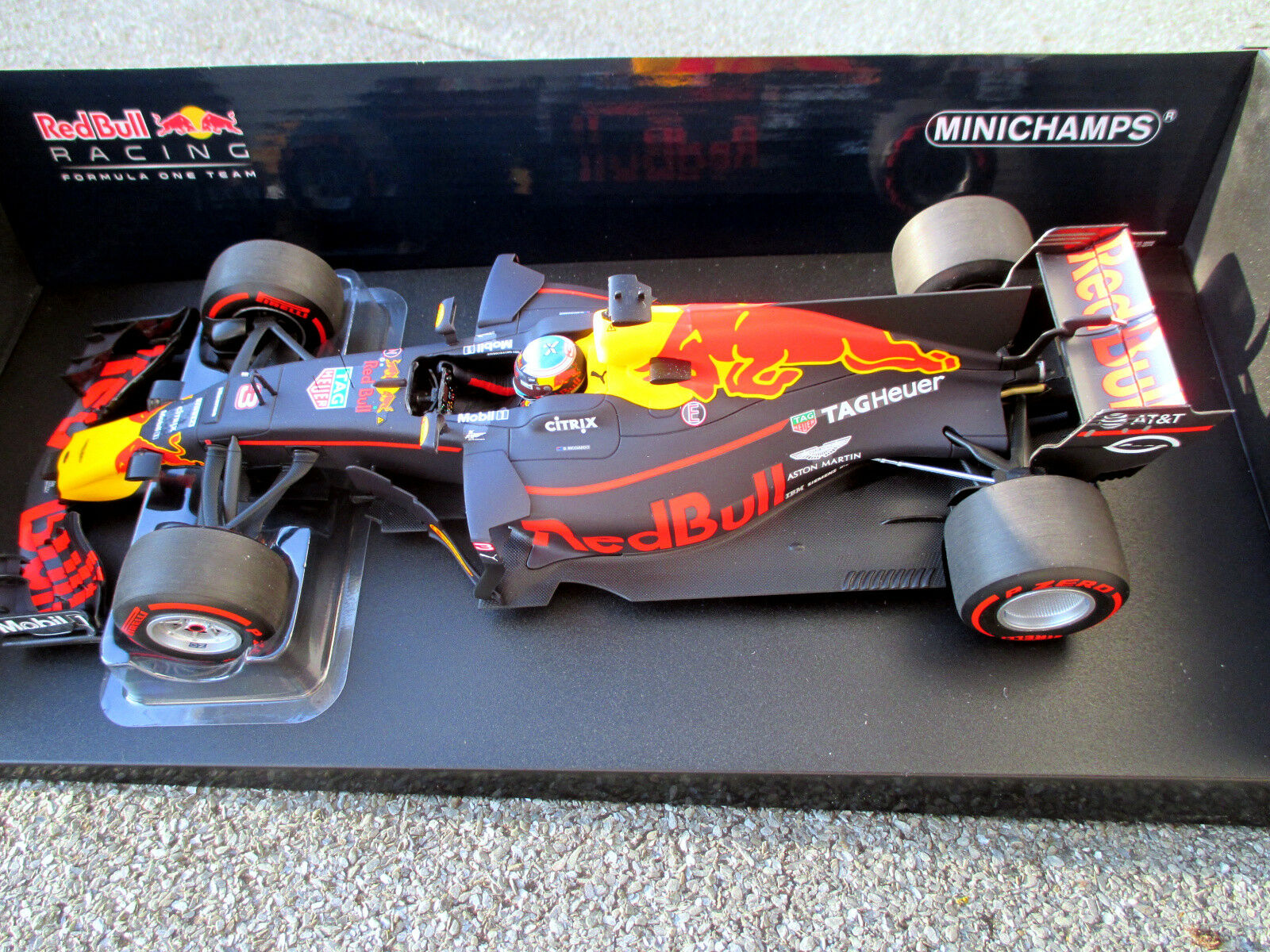 1 18 rouge BULL RACING rb13  3 D. Ricciardo GP Australie'17 MINICHAMPS 110 170003