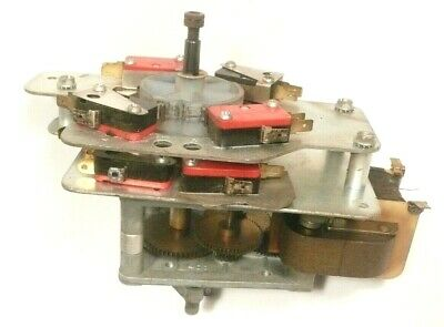Working GRIPPER ARM ASSEMBLY as shown ROWE JUKEBOXES  w// a 1200 MECHANISM part