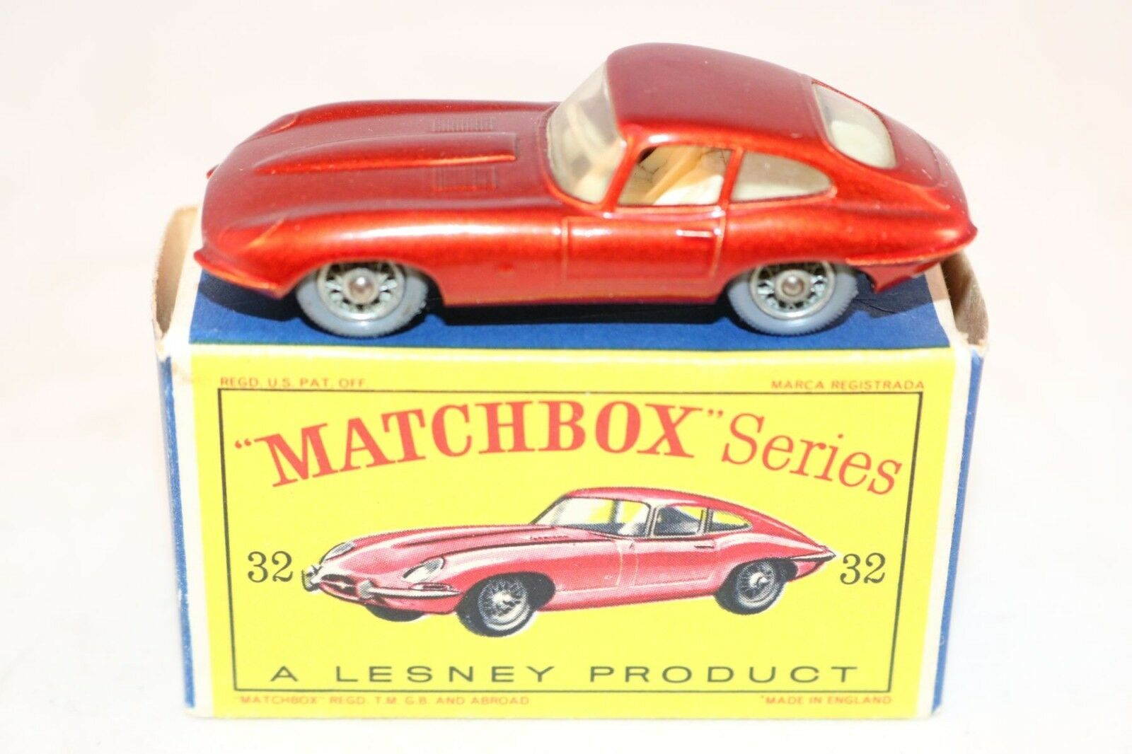 Matchbox a Moko Lesney 32 Jaguar  E  Type red near mint in a mint box