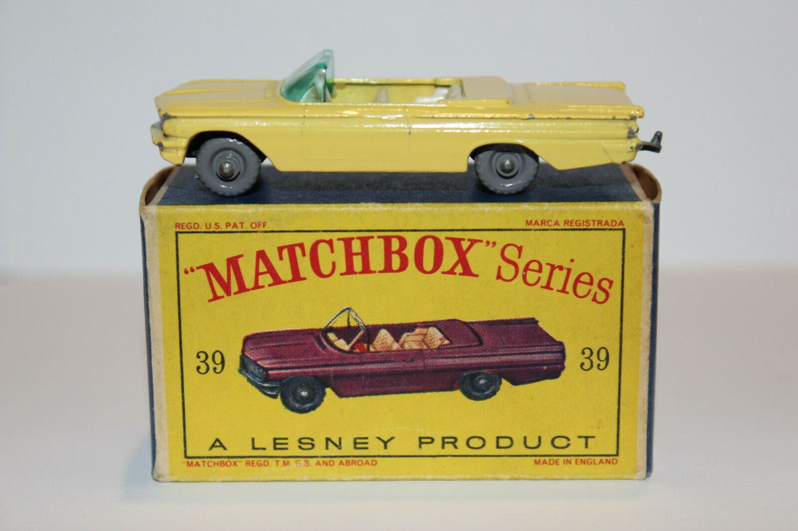 Matchbox Lesney 39B PONTIAC CONgreenIBLE YELLOW 9X24 GPW