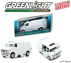 1983-GMC-VANDURA-CUSTOM-WHITE-1-18-DIECAST-MODEL-CAR-BY-GREENLIGHT-13522