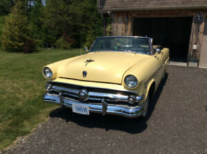 1954 Ford Sunliner Convertable