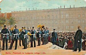 BERLIN-PLATZMUSIK-im-LUSTGARTEN-MITTAGS-1-Uhr-1910-MILITARY-POSTCARD