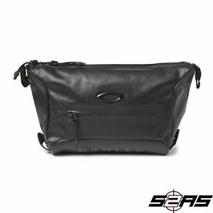 Oakley-Training-Wash-Bag-Blackout