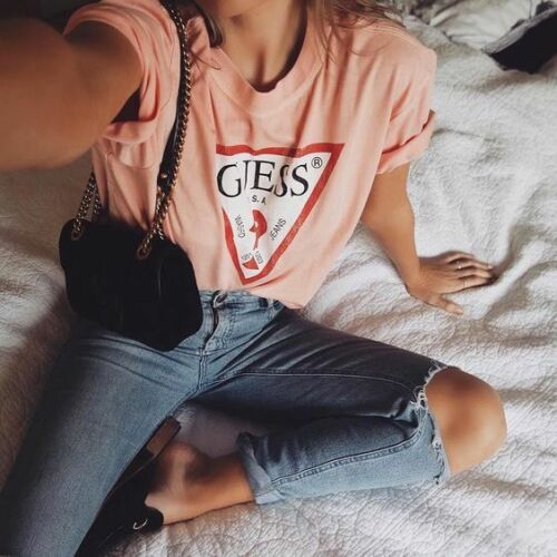 GUESS Classic Oversized Logo Women`s T-shirt