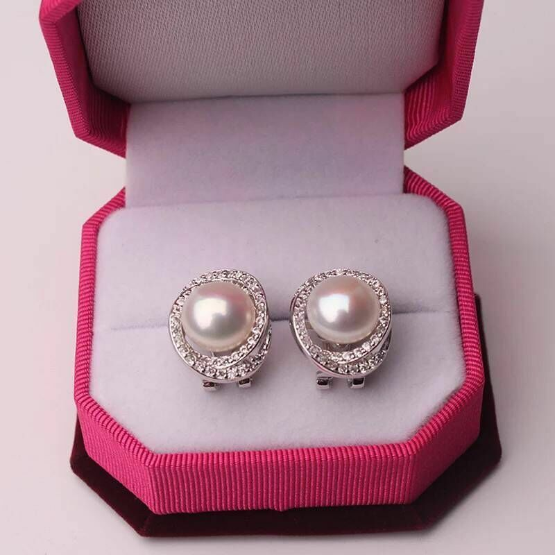 Charming pair of 10-11mm south sea round white pearl earring 1925s
