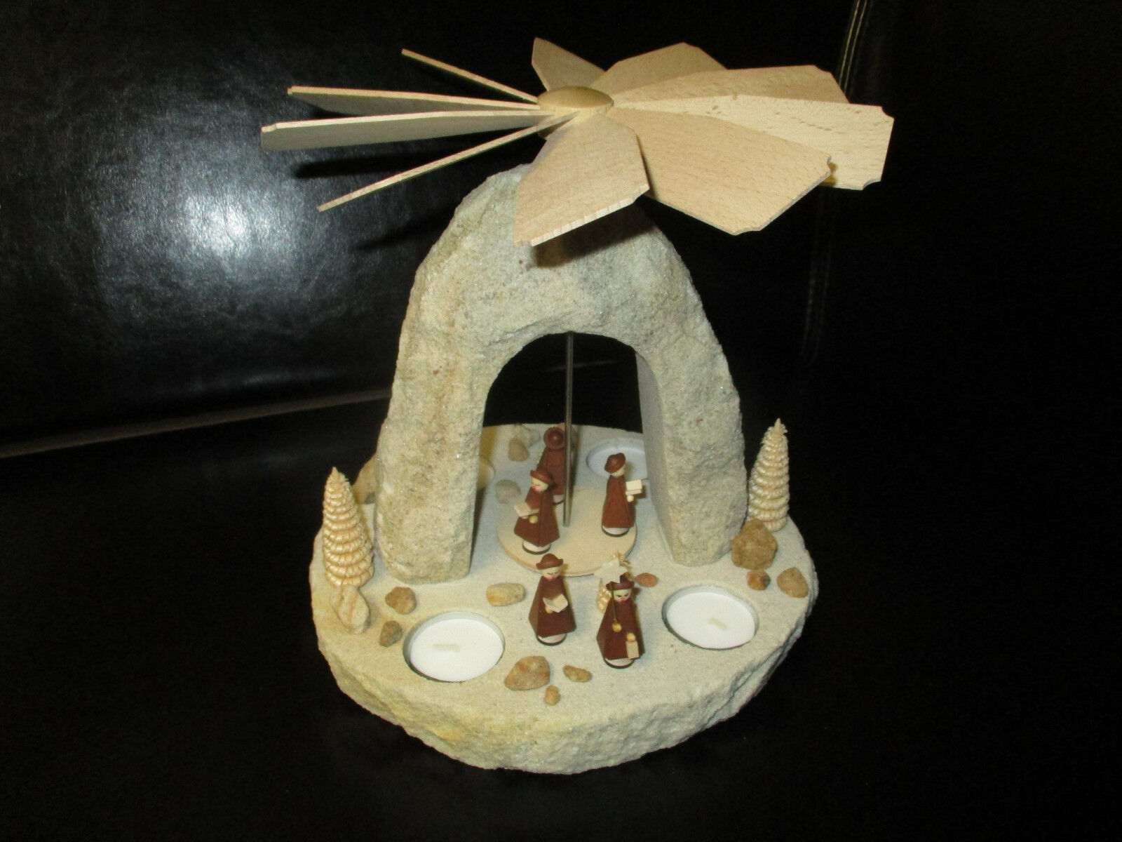 Weihnachtspyramide Sandstein mit Figuren aus Holz - Pyramide Unikat – Neu  3