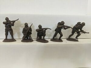 Conte-WWII-U-S-GI-039-S-Bloody-Omaha-5-Figures-Dark-Brown-Color-1-32-G
