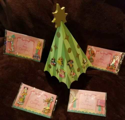 Disney Advent 26 Pin Set Calender A VERY MERRY CHRISTMAS Wooden Tree Mickey Tink