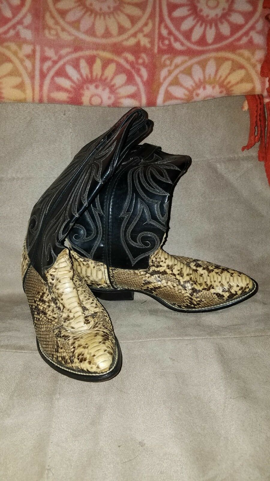 Laredo  brand boots size 6  fast shipping to you