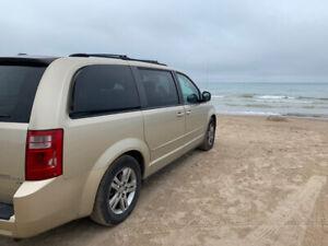 2010 Dodge Grand Caravan SE $5000