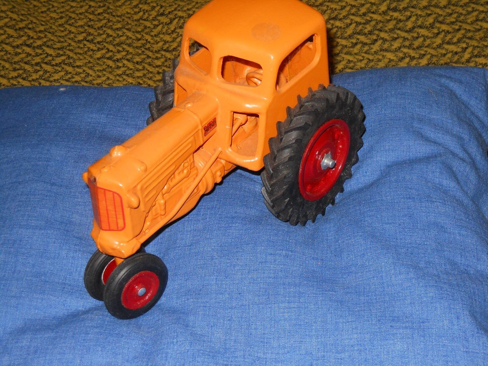 Minneapolis Moline RTU toy tractor with cab  (White, Oliver) 1/16