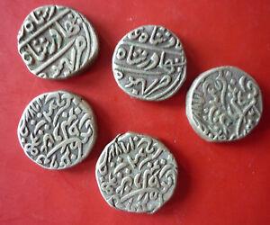 Coins-Mogulreich-India-1526-1858-5-Silver-Coins-Rarely