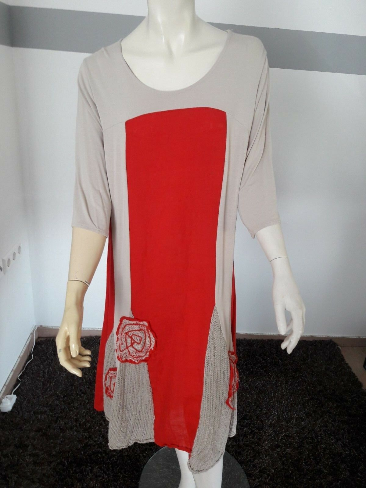 Kleid von Zele. Gr  M   NP   auf  gesetzt. [ K2]