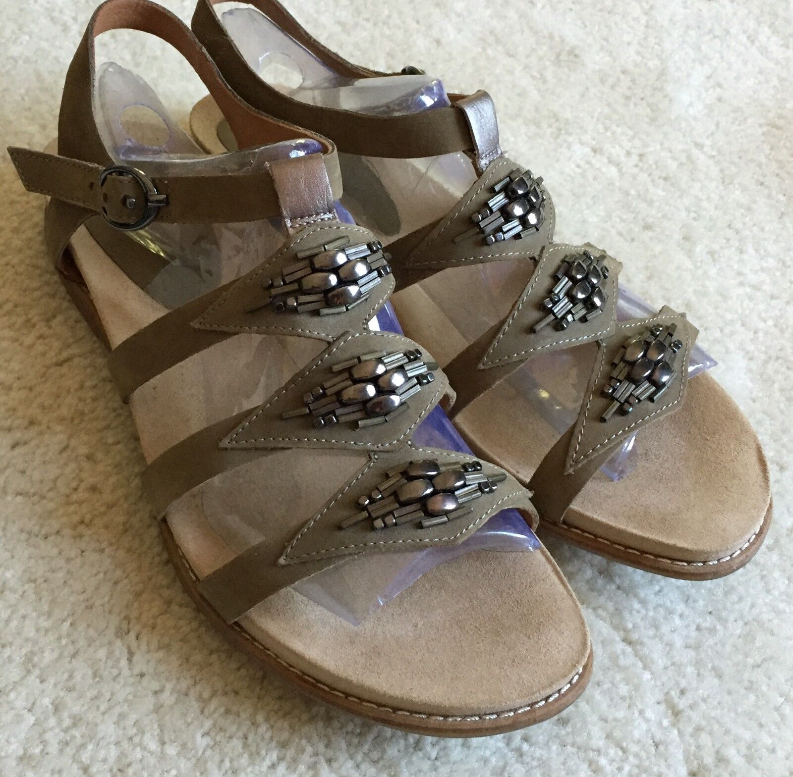 Women's Earthies Bello Olive Leather Flat Sandals  11 M  New   149