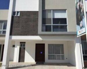 Casa en venta Rincones del Marqués 3 habitaciones AVH