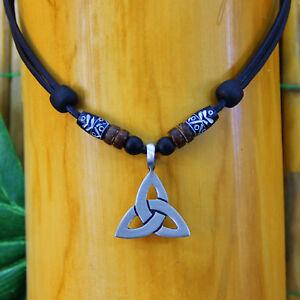 Halskette-Keltenschmuck-Keltischer-Knoten-Lederkette-Herren-Damen-Metallanhaenger