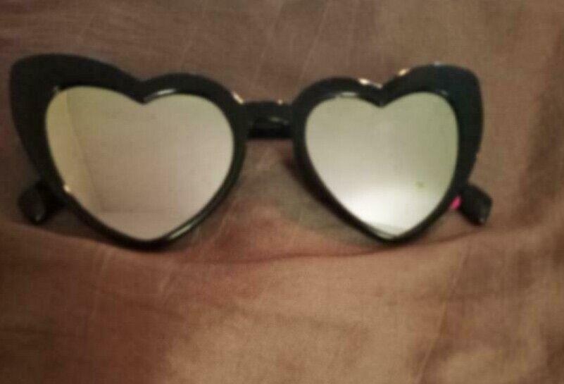 NWT Betsey Johnson Blk Mirror Heart Shape Sunglasses