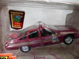 1-43-Road-Champs-Chevrolet-State-Police-Minnesota-06435